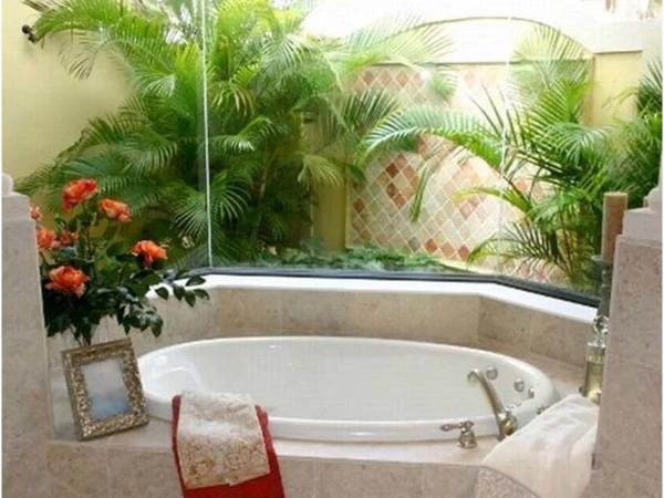 тропические растения в оформлении ванной