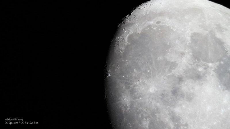 В английском соборе установили гигантскую и реалистичную модель Луны