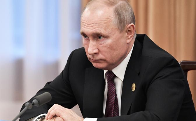 Рейтинг Путина упал до 13-летнего минимума. Несмотря на то, что «телевизор» постоянно вещает об улучшении жизни, доверие к власти падает