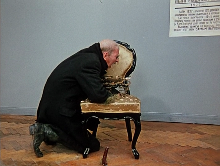 Сторож санатория в Сочи забрал стул, куда директор спрятал €100 тысяч