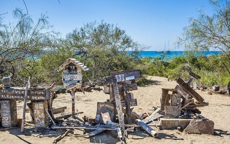Почтовая бухта, остров Флориана, Галапагосы дальние края, дальня доставка, изнетесно, необычно, познавательно, почта, почтальоны, почтовые отделения