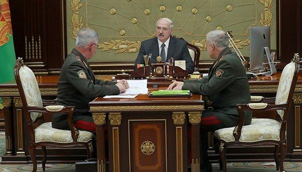 """""""Мы видим, сколько оттуда сегодня идет беды"""": Лукашенко решил укреплять границу с Украиной"""