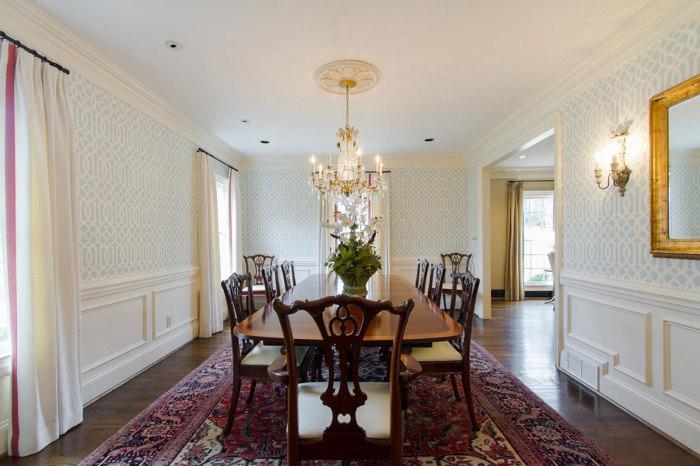 Обои на стенах в столовой добавят комнате теплоты и сделают ее более комфортной.