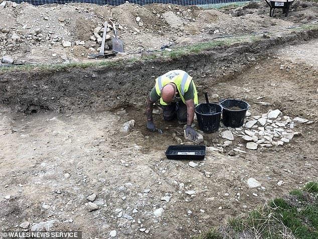 Чтобы определить точную датировку, нужно провести радиоуглеродный анализ найденных археологами каменноугольных отложений археологические находки, археология, британия, гипотеза, история, раскопки, ученые, уэльс