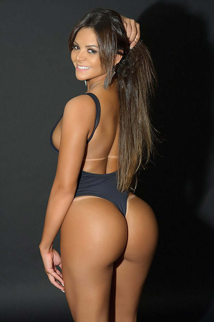 Biggest booty contest, nude shannon hand