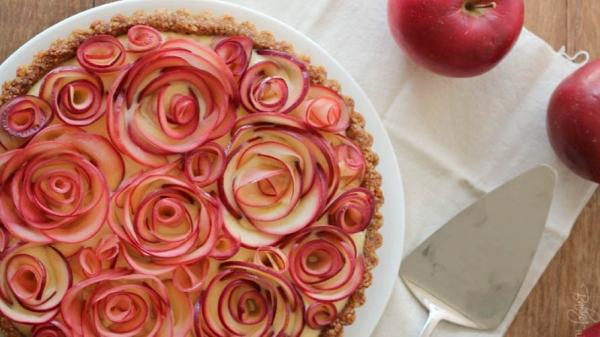 Пирог с яблочными розочками