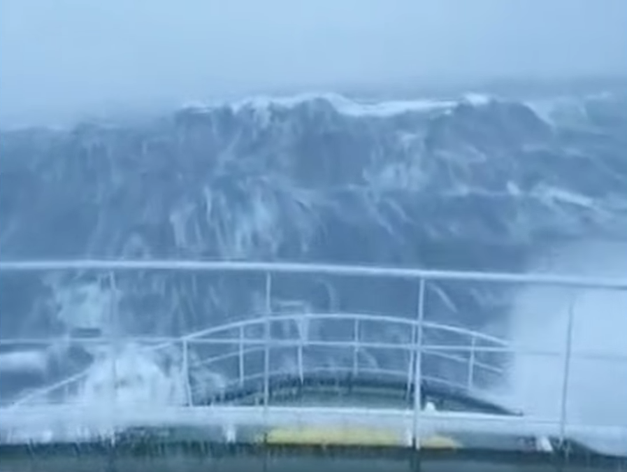 Как выглядит удар тридцатиметровой волны с борта корабля  волна-убийца,катастрофа,корабль,океан,Пространство,шторм