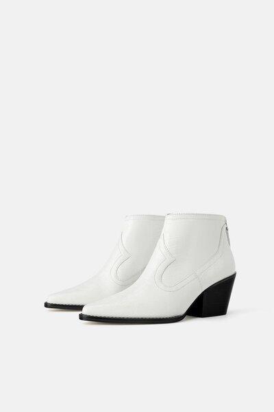 Классные ботильоны в ковбойском стиле с эффектом  крокодиловой кожи можно купить в  Zara, цена 7 999 руб. Их можно носить с платьями, стильными брюками, с леопардовым принтом
