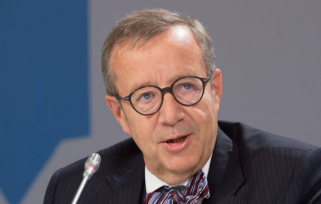 Экс-президент Эстонии предложил запретить для россиян въезд в ЕС