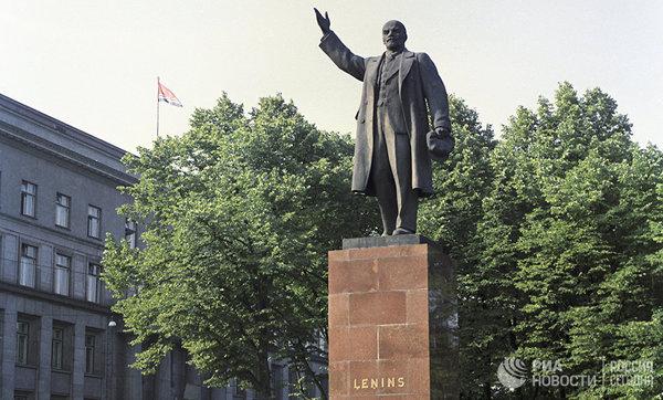 """Эстония и Латвия решили предъявить России счёт за годы """"советской оккупации"""""""