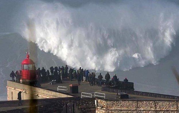 Головокружительное видео: серфер оседлал суперволну! Назаре, Северный пляж, головокружительно, полет на волне, португалия, серфер, серферы, эти большие волны