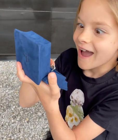 Тимати порадовал дочь кольцом с крупным бриллиантом