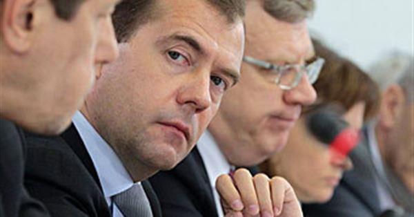 Зачем Медведев прицепился к …