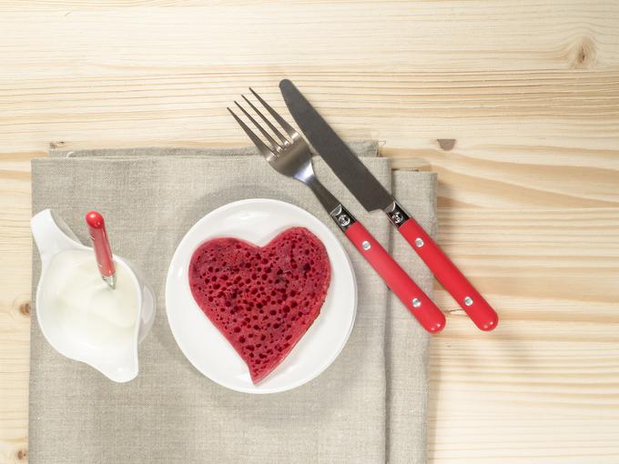 День святого Валентина-2018: блинчики «Красный бархат» со сливочной начинкой