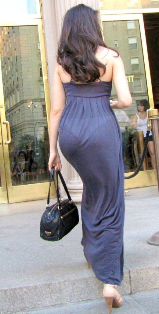 Траха женщин фотографии на улице в просвечивающемся платье