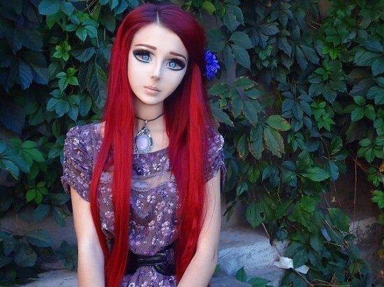 Она считает, что с помощью косметики человека можно преобразить до неузнаваемости. И, судя по ней, она права женщины-куклы, живые Барби, знаменитости. как живут, интересное, что делают