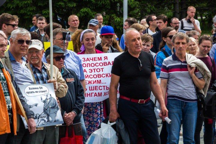 Новосибирцы потребовали отставки правительства: «Под лежачий народ дешевый бензин не потечет»
