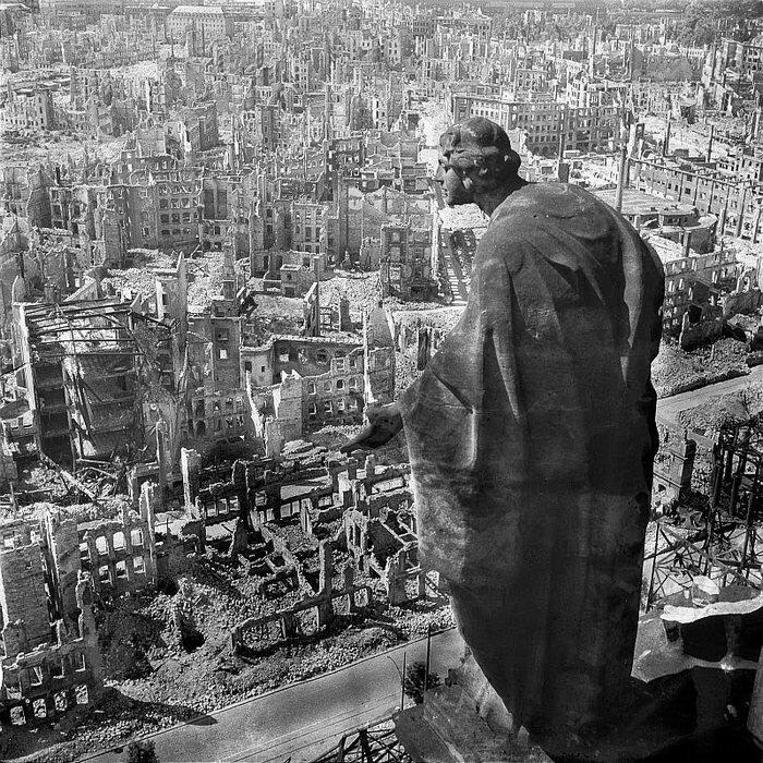Дрезден в руинах после бомбардировок союзников 1945 год