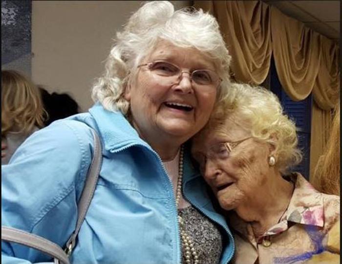 """""""В это трудно поверить!"""" 82-летняя дочь встречается со своей 96-летней мамой: разлука, длинною в целую жизнь"""