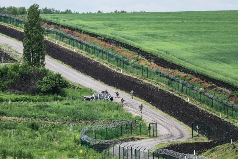 Как выглядит стена на границе Украины с Россией
