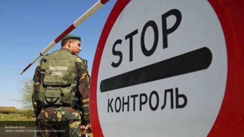 Украинские пограничники увезли застрявшую между РФ и Украиной Бойко