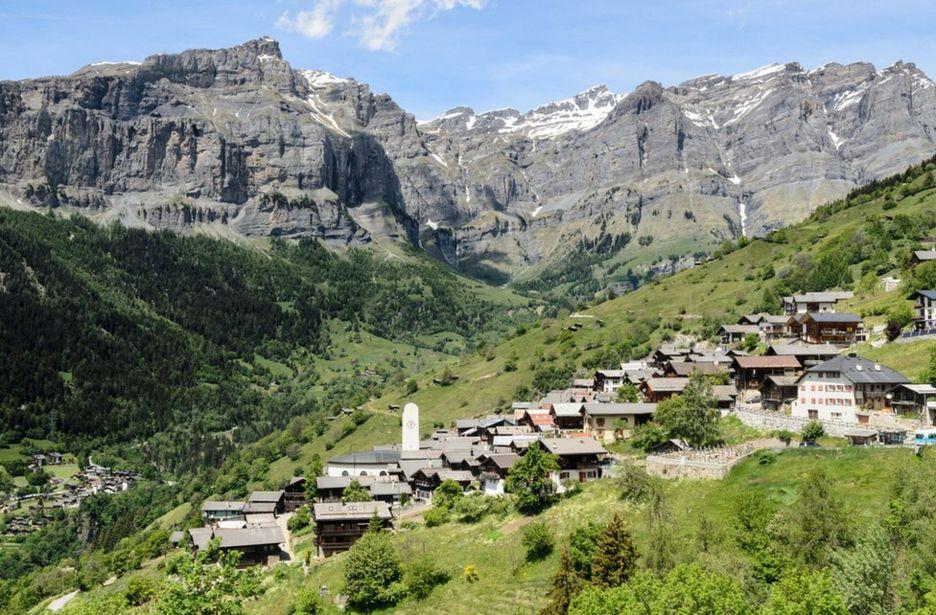 Деревни в Альпах готовы плат…