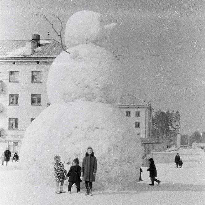Вот такого вот снеговика слепили в 1966-м году в закрытом городе Пенза-19 (сейчас г. Заречный) знаменитости, исторические фотографии, история, редкие фотографии, фото