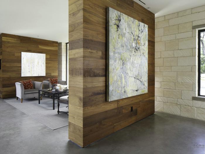 Прекрасная деревянная перегородка создаст в комнате уникальную и уютную атмосферу.