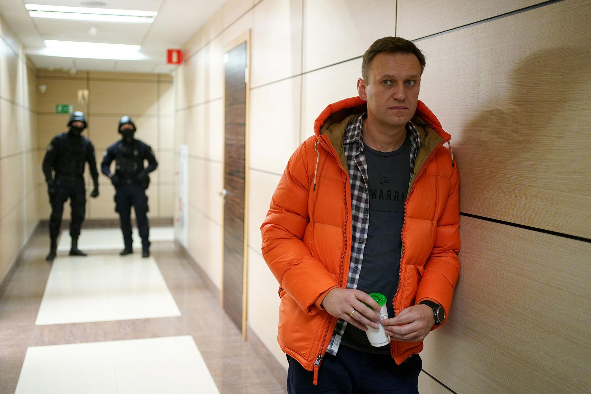 С историей Навального всё страньше и страньше