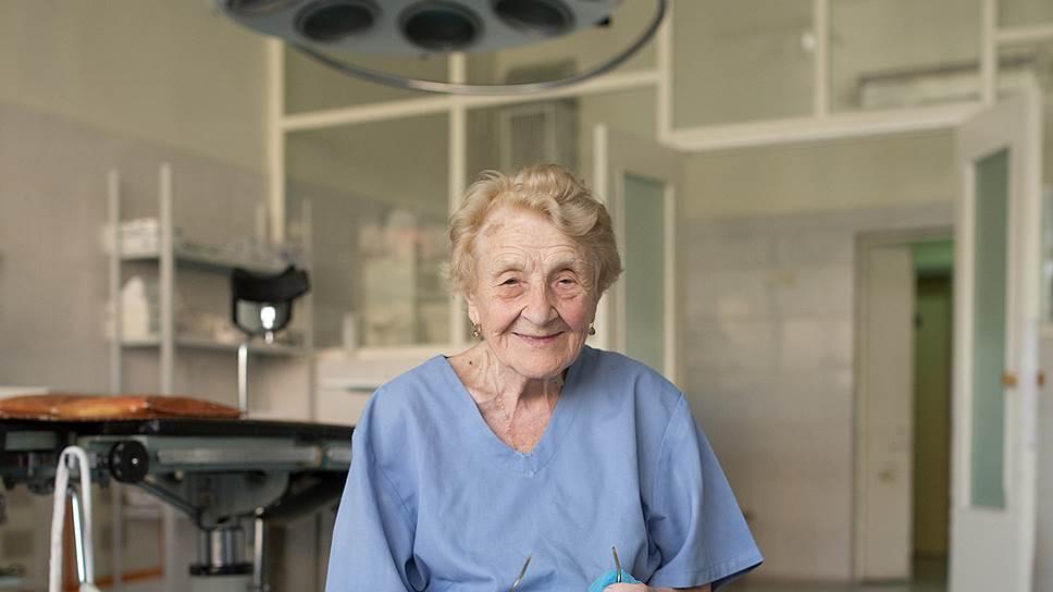 Старейшему хирургу России 87 лет!