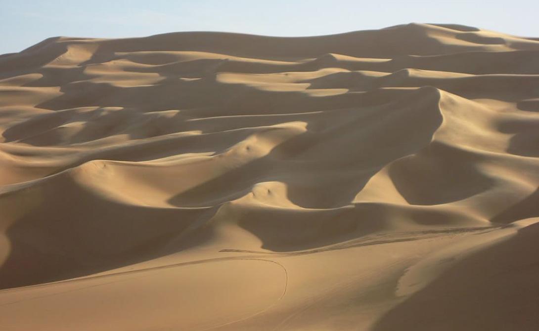 Эль-АзизияЛивияВ последние несколько лет ученым не удается точно измерить среднегодовую температуру в Эль-Азизии — по известным причинам. Тем не менее в прошлом температура показывала завидное постоянство, колеблясь в районе 48 градусов Цельсия.