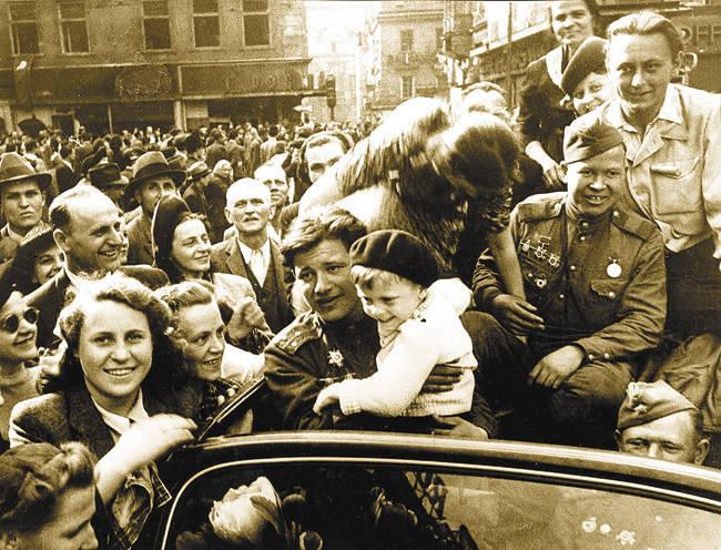 Как власовцы Прагу «спасали» великая отечественная война