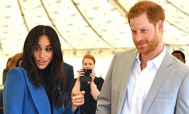 Видео дня: принц Гарри попытался незаметно съесть самсу, но у него не вышло