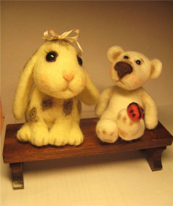 Войлочные игрушки - кролик и медвежонок. Фото