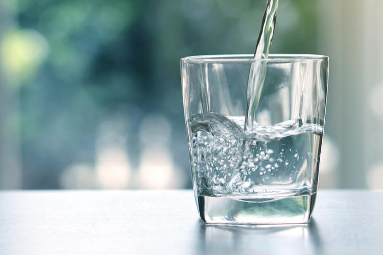 Какую воду лучше всего пить перед завтраком? вода,здоровье