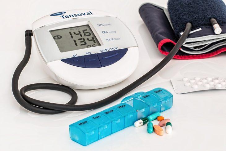Высокое давление — как понизить, причины, признаки и симптомы повышенного давления