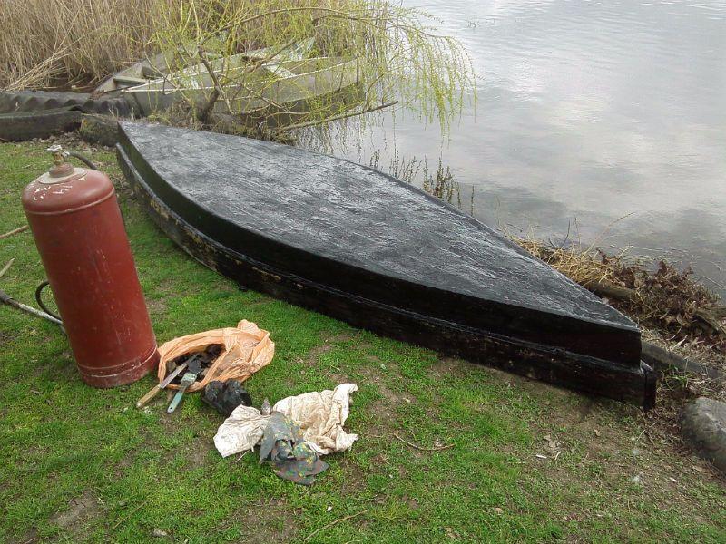 Просмоленная лодка