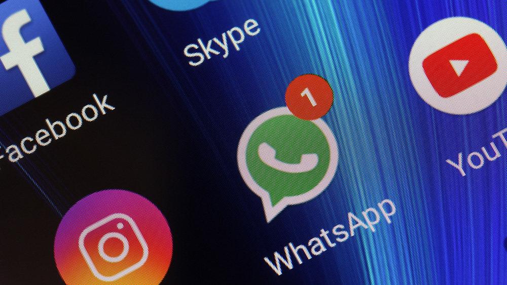 В WhatsApp добавили темную т…