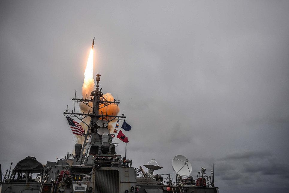 США перебросили в Персидский залив эсминец для удара по Сирии