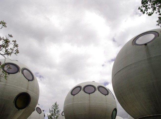 Странные шары которые на самом деле являются голландскими домами и вот что там внутри