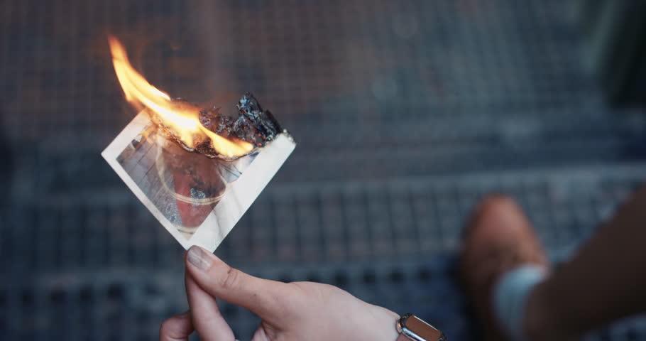 стоит ли сжигать фото с бывшим методы приемы