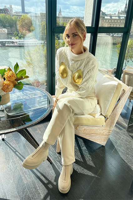 Платформы, меховые тапки и цветные каблуки: какую обувь носить этой осенью Новости моды