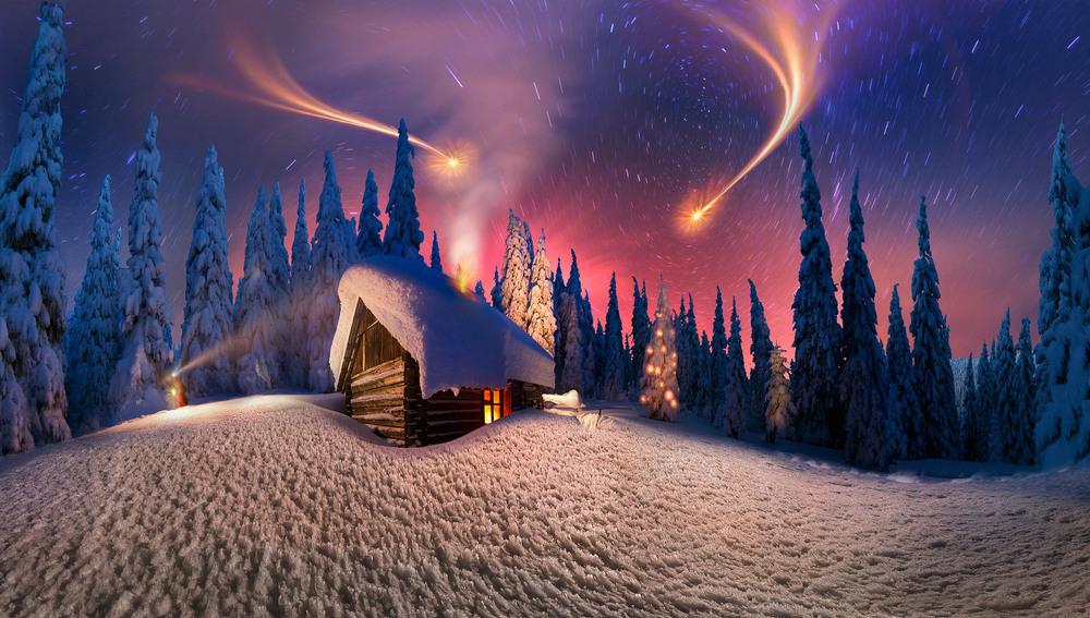 Деревянный домик на опушке зимнего леса, фотограф Роман Михайлюк
