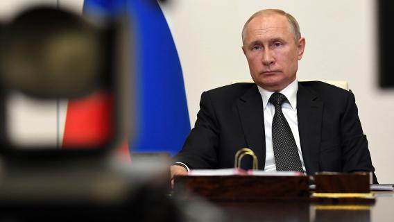 Политолог: Путин превращается в угрозу для своего окружения Политика