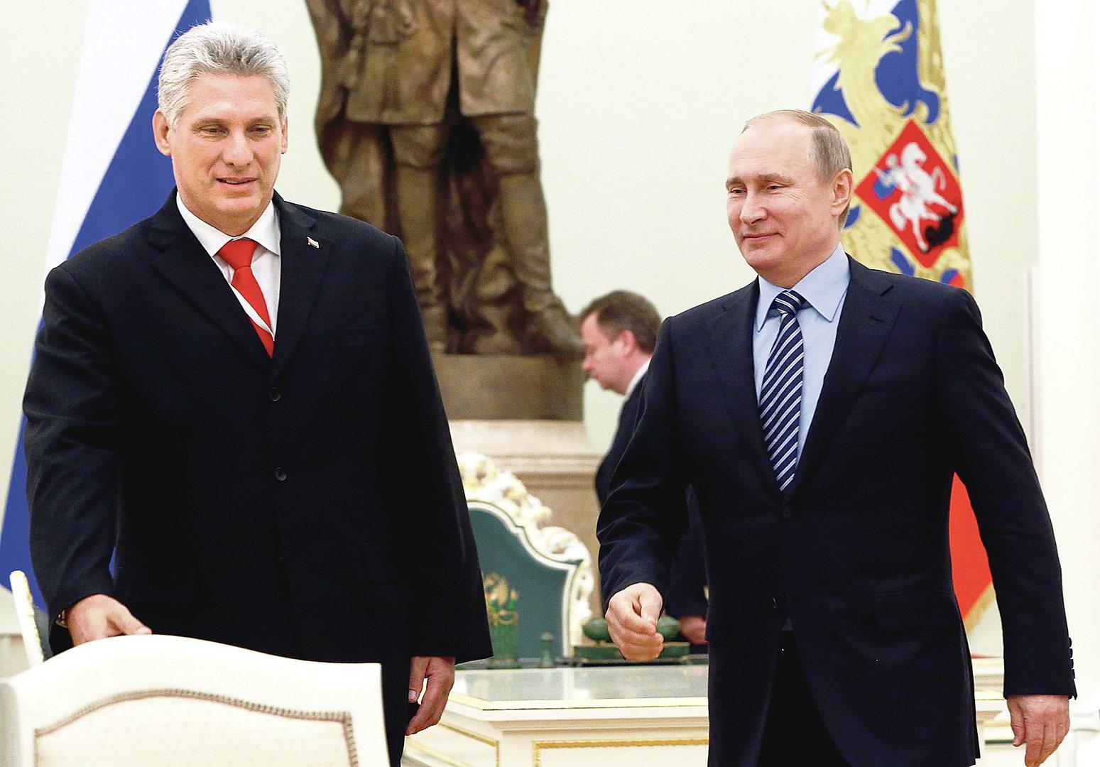Президент Кубы поздравил Путина с 75-летием Победы Политика