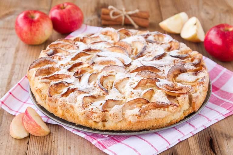Пять вкусных десертов из яблок
