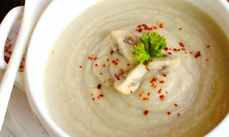Отменный суп-пюре из цветной капусты с грибами