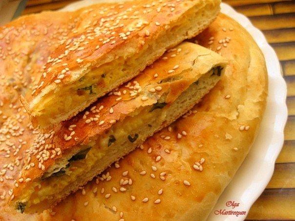 Аппетитный пирог с сыром и зеленью. Даже звучит гордо