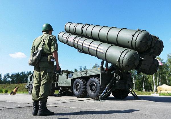 Российские С-400 взяли в прицел самолёты НАТО.