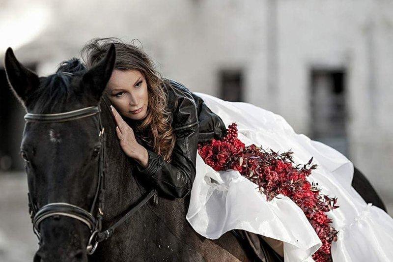 Прекрасные наездницы амазонки, красиво, лошади и девушки, наездницы